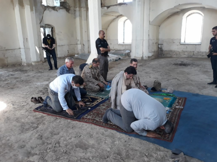 Aghdam:  des diplomates étrangers ont fait la prière dans la mosquée de Djouma -  Photo