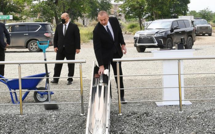 Präsident Aliyev legt Grundstein für Tunnelbau im Dorf Daschalti