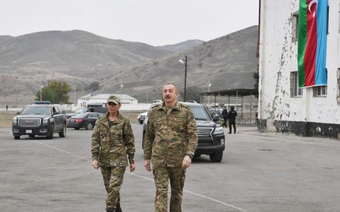 Präsident Ilham Aliyev und First Lady Mehriban Aliyeva treffen in Füzuli ein