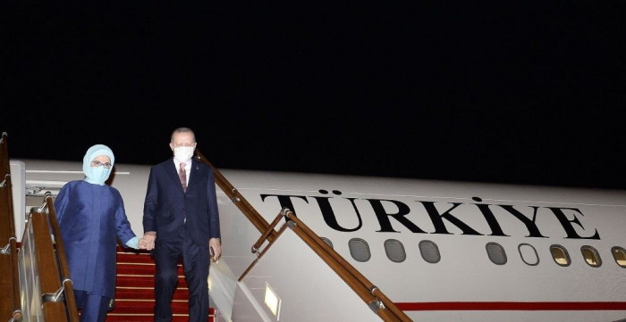 Erdogan kommt in Aserbaidschan an   - FOTOS