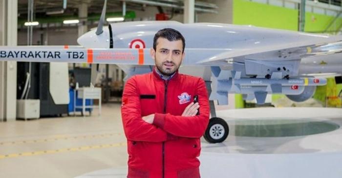 Selcuk Bayraktar felicita a Azerbaiyán