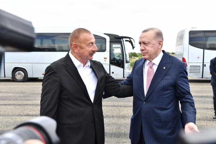 Se celebra ceremonia de bienvenida al presidente tuco Erdogan en Shusha-Video
