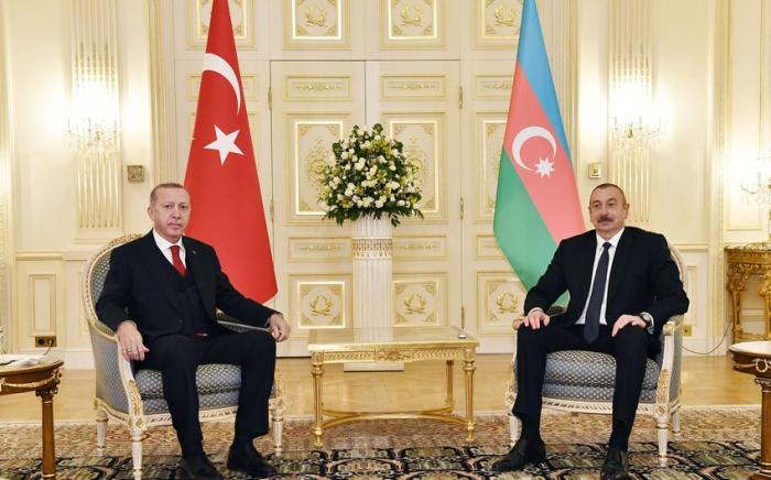Presidentes de Azerbaiyán y Turquía se reúnen en privado en Shusha