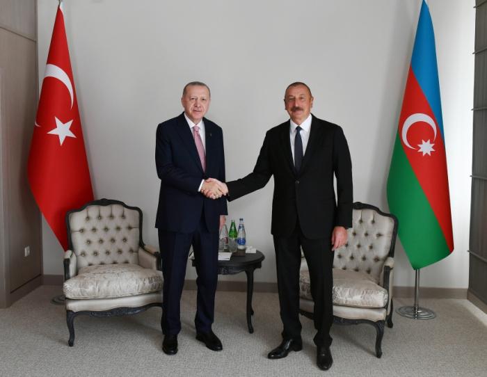 Einzeltreffen der Präsidenten von Aserbaidschan und der Türkei in Schuscha