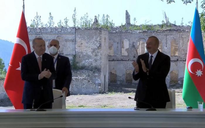 Präsidenten unterzeichnen Schuscha-Erklärung   - LIVE