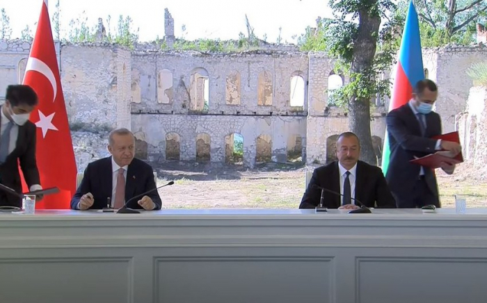 """""""Die Schuscha-Erklärung hebt die aserbaidschanisch-türkischen Beziehungen auf die höchste Ebene""""   - Ilham Aliyev"""