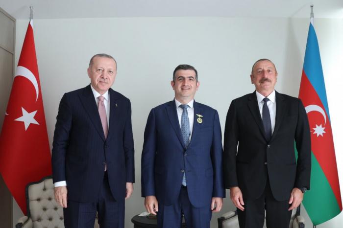 Haluk Bayraktar recibe la Orden de Karabaj de Azerbaiyán