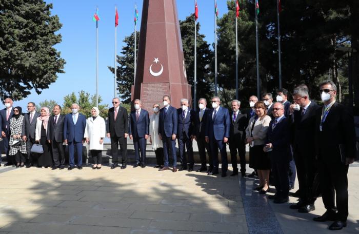 Türkiyə Prezidenti Şəhidlər Xiyabanında -    FOTO