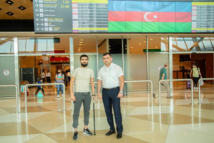 Vier weitere aserbaidschanische Kriegsveteranen kehren nach Behandlung in der Türkei nach Hause zurück -   FOTO