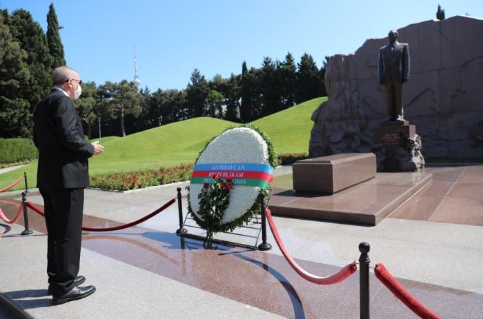 Türkischer Präsident ehrt den ehemaligen Präsidenten von Aserbaidschan Heydar Aliyev