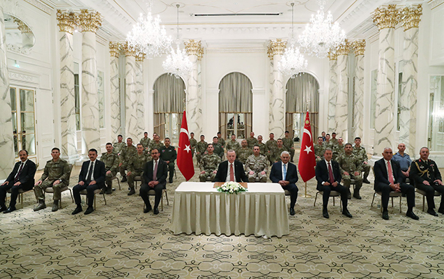Erdogan traf sich in Baku mit türkischen Soldaten