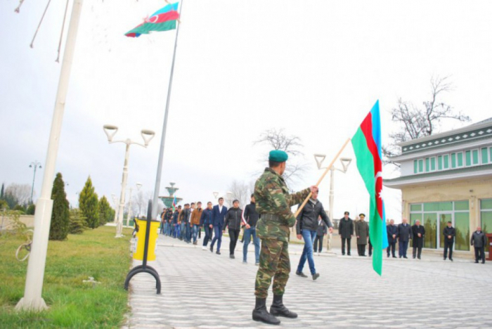 Presidente Ilham Aliyev firma decreto sobre el reclutamiento militar