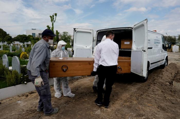 España registró 75 mil muertes más en un año y siembra dudas sobre el verdadero saldo de la pandemia de coronavirus