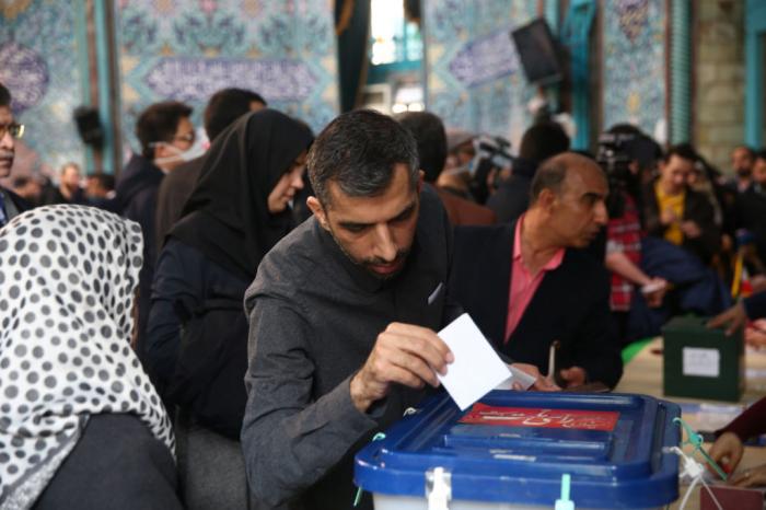 Ouverture du scrutin pour la présidentielle en Iran