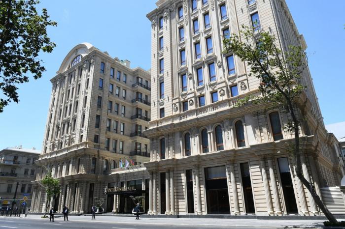 İlham Əliyev Bakıda otelin açılışında -  YENİLƏNİB
