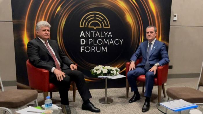 El canciller de Azerbaiyán se reúne con el representante de la ONU