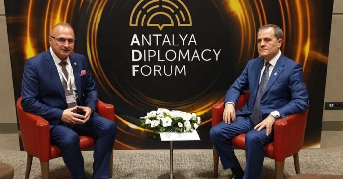 Los titulares de Exteriores de Azerbaiyán y Croacia abordaron los asuntos de cooperación