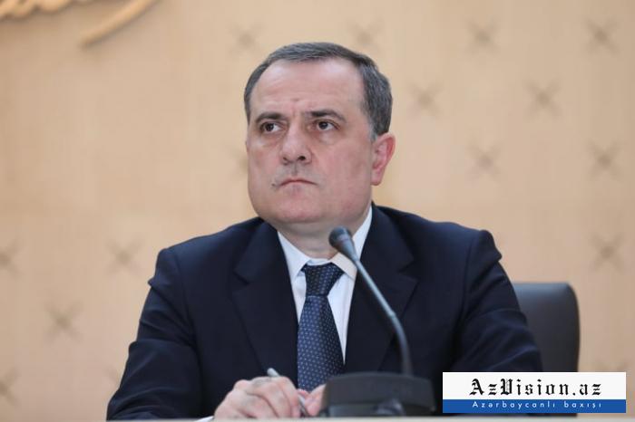 Jeyhun Bayramov se reúne con los Ministros de Relaciones Exteriores de Irán y Afganistán