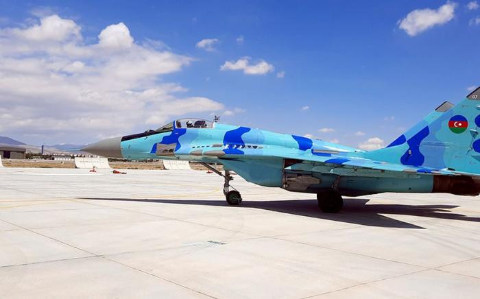 """La tripulación de vuelo de la Fuerza Aérea de Azerbaiyán realizaejercicios preparatorios para el entrenamiento """"Águila de Anatolia- 2021"""""""