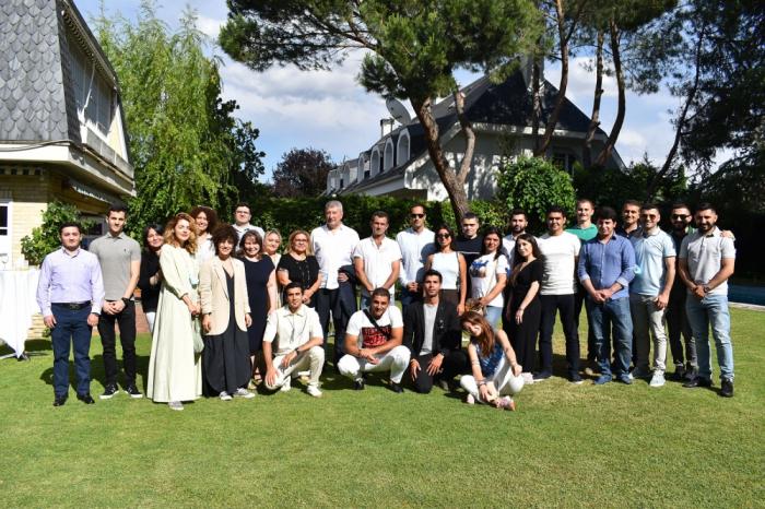 Se celebra en Madrid una reunión con la diáspora azerbaiyana