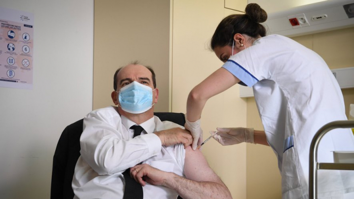 Coronavirus:   le Premier ministre françaisa reçu sa seconde dose de vaccin AstraZeneca