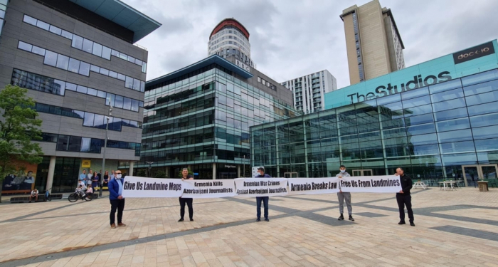 """أذربيجانيونينظمون مسيرة أمام """"بي بي سي"""" فيمانشستر"""