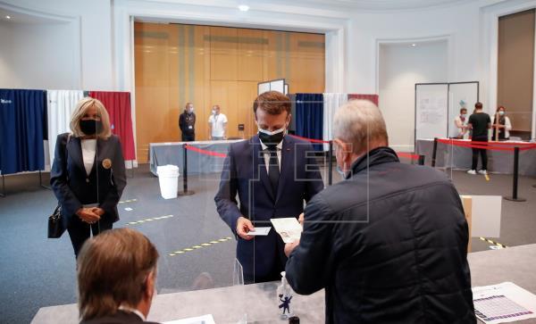 La derecha gana y Le Pen se frena en las regionales francesas