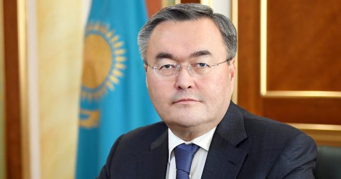 El ministro exterior de Kazajistán arribó a Azerbaiyán