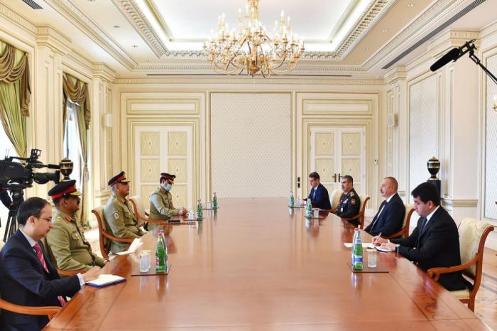 Ilham Aliyev recibió al Comandante de las Tropas Terrestres de Pakistán