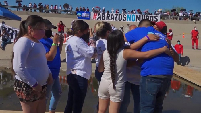 US-Mexico border event brings families together -   NO COMMENT