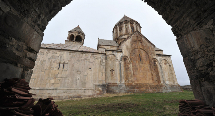 Des pèlerins arméniens visitent les monastères d
