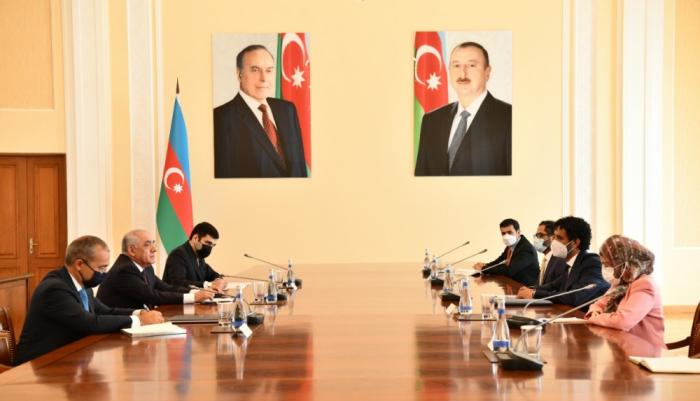 علي أسدوف يلتقي وزير الاقتصاد الاماراتي