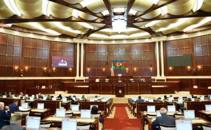 Azerbaijani parliament's plenary meeting kicks off