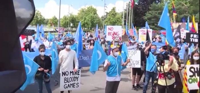 Dozens of Uighurs, Tibetans protest the Beijing 2022 Winter Olympics -   NO COMMENT