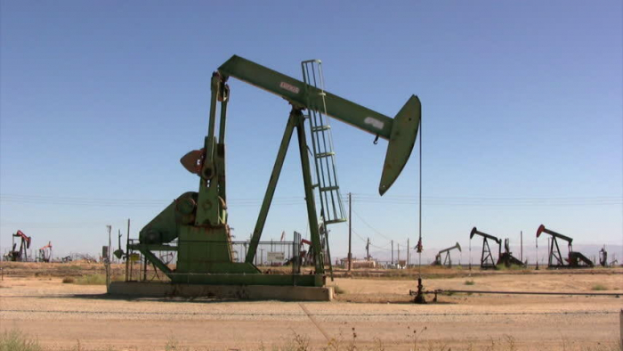 Oil prices climb for third straight day