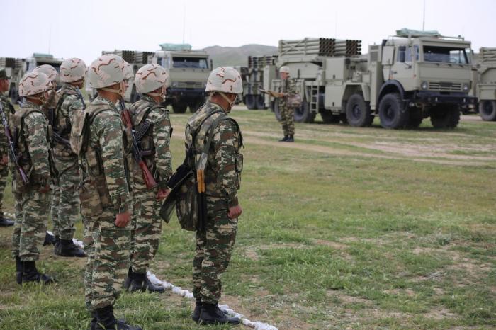 Əlahiddə Ümumqoşun Ordunun bir qrup hərbiçisi mükafatlandırıldı