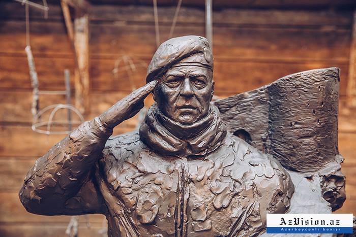 Hikmət Mirzəyevin büstü hazırlandı -  VİDEOREPORTAJ (FOTOLAR)
