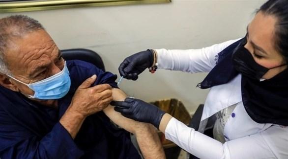 العراق يتشدد مع مواطنيه للتطعيم ضد كورونا