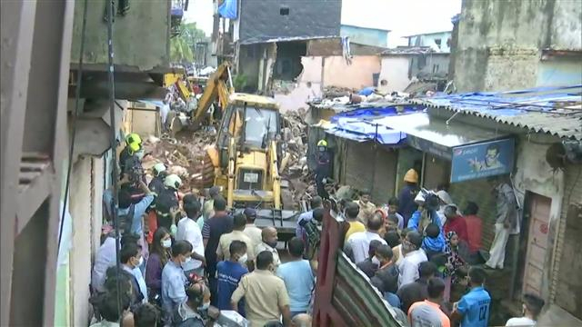 At least 11 dead, including eight children as a result of building collapse in Mumbai