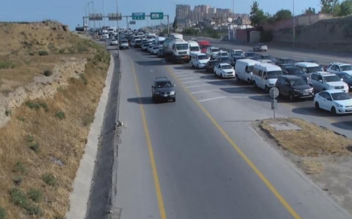Lökbatanda yol qəzası tıxaca səbəb oldu -    FOTO