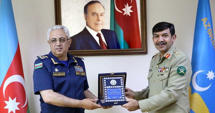 أذربيجان وباكستان ناقشت قضايا الطيران العسكري في باكو - صور