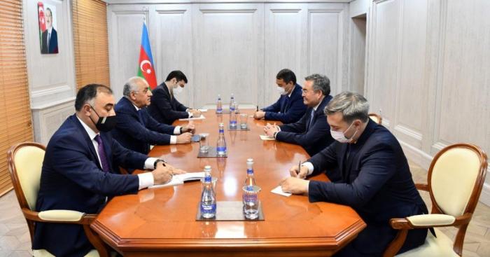 كازاخستان عرضت على رجال الأعمال الأذربيجانيين المشاركة في إنشاء شبكة من مراكز التوزيع بالجملة