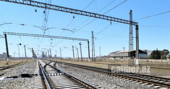إيران وأذربيجان وقعت مذكرة بشأن تطوير السكك الحديدية