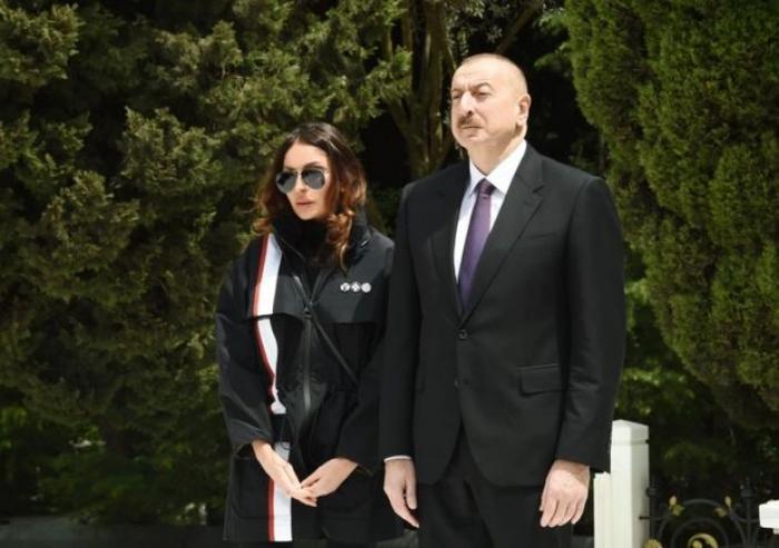 الرئيس والسيدة الأولى يعزيانيبطريرك عموم روسيا
