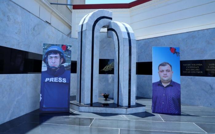 La mémoire des journalistes azerbaïdjanais tombés en martyrs a été immortalisée -  PHOTOS