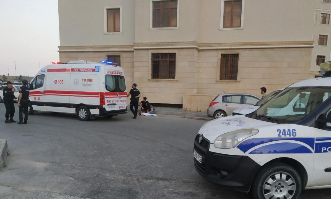 """4 yaşlı uşaq """"Jurnalistlərin binası""""ndan yıxılaraq ölüb"""