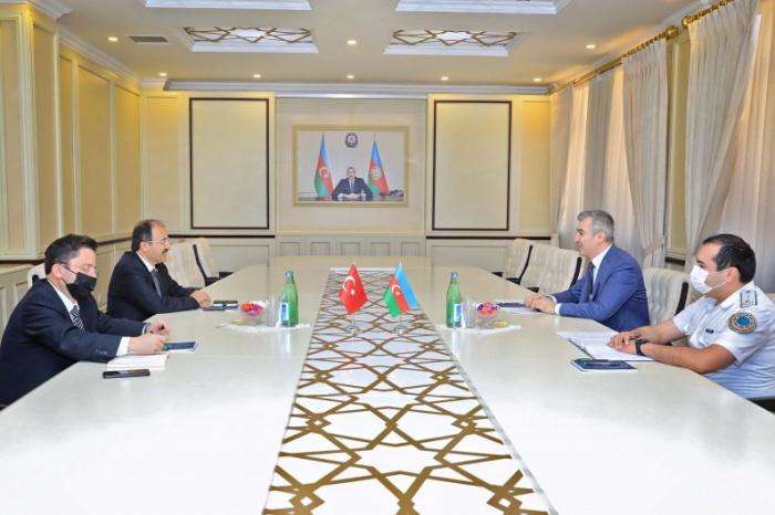 مناقشة قضايا الهجرة مع تركيا