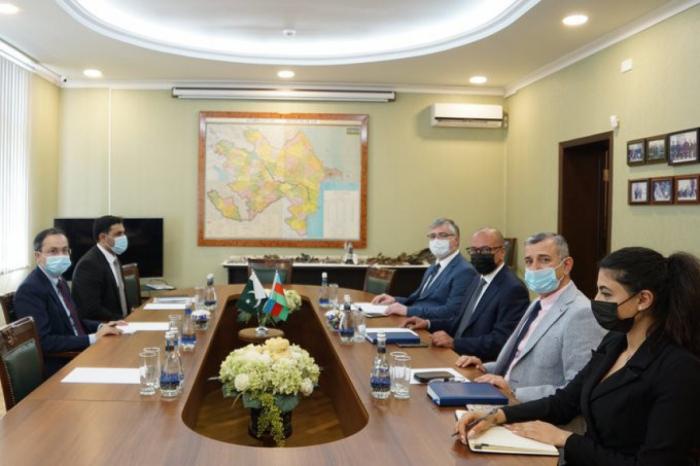رئيس آناما يجري محادثات مع السفير الباكستاني