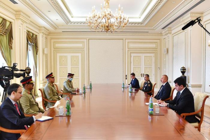الرئيس الأذربيجاني يستقبل قائد القوات البرية الباكستانية