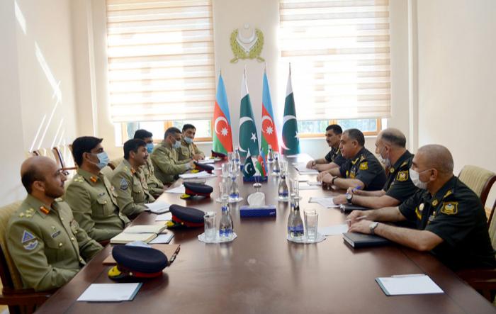 Aserbaidschanische und pakistanische Soldaten diskutieren Fragen der Einsatzplanung in Baku